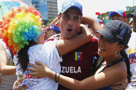 Henrique Capriles with supporters [Reuters]