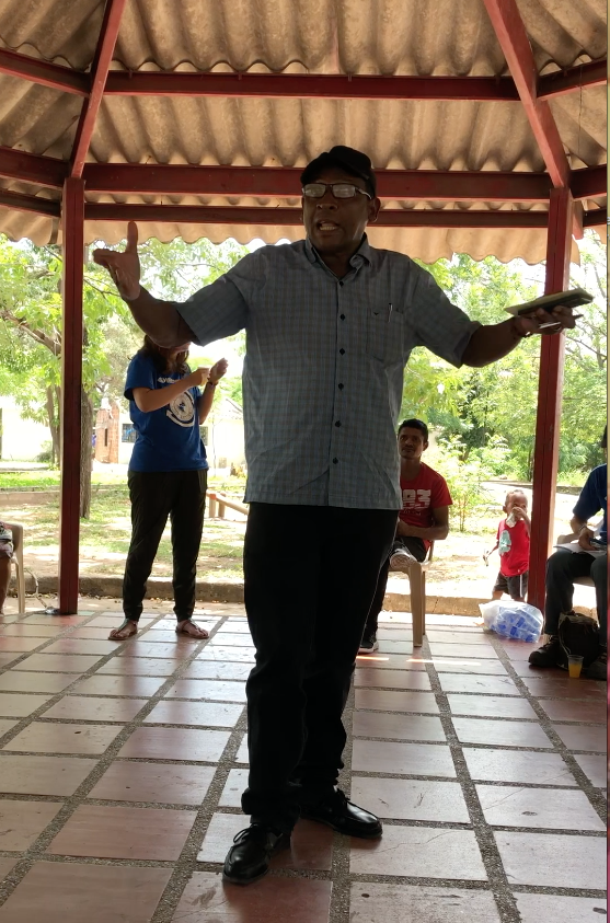 Rogelio Ustate Arrogoces speaks to community members and Witness for Peace delegates on August 5, 2018. (Hilda Lloréns)