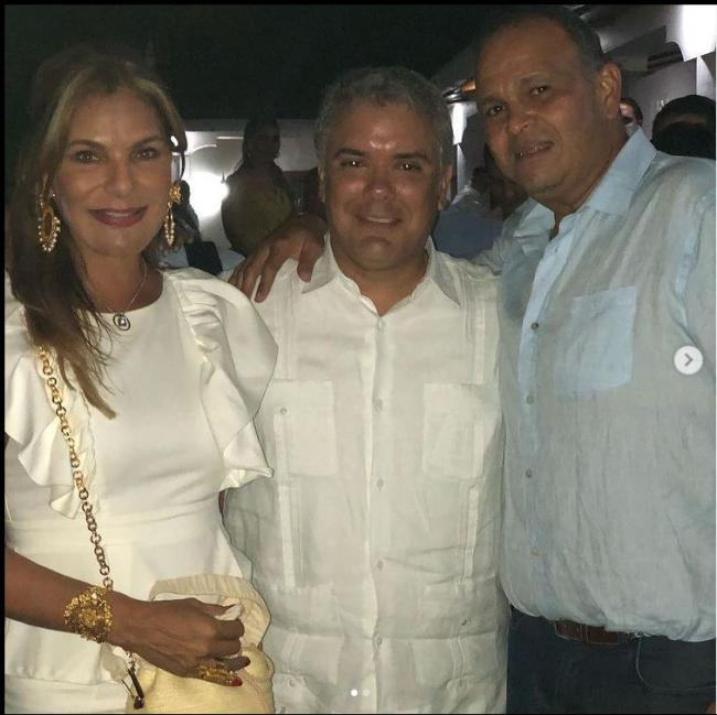 """An image from the Instagram account of José Guillermo """"Ñeñe"""" Hernández, where he poses, on the right, alongside Iván Duque (center) and his wife. (Instagram josehernandezaponte)"""