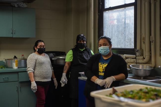 Volunteers prepare food for all the Jornada Community Center workers. Flushing, Queens. (Ximena Natera)