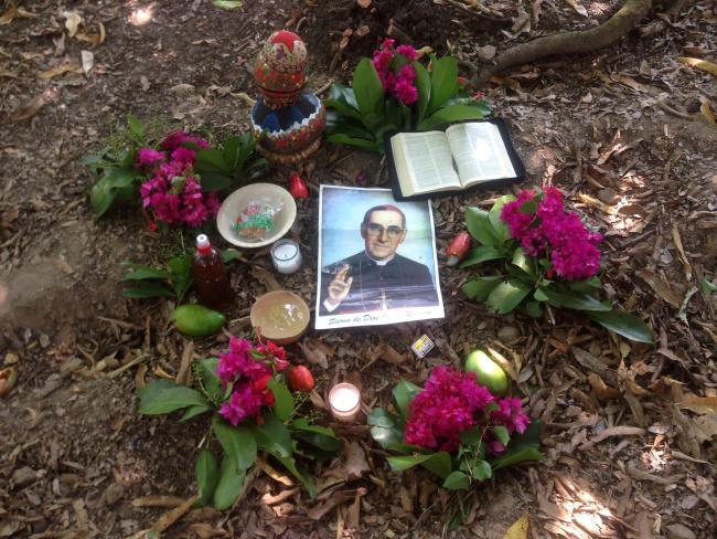 Salvadoran CEBs' altars often feature natural flowers, fruit, water, and images of Monseñor Romero. (Laurel Marshall Potter)