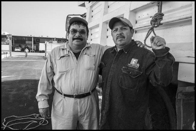 Two members of the SME cooperative, Luz y Fuerza. (Photo by David Bacon)