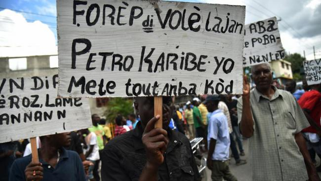 Demonstrators participate in an action in August 2018 demanding to know what happened to Haiti's PetroCaribe funds. (Medyalokal / Wikimedia)