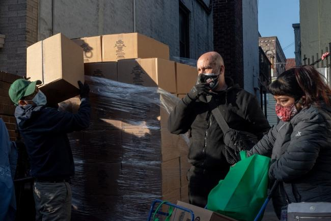 Pedro y Hicham, volunteers at the Buen Pastor Lutheran Church, help deliver food packages to families in Bay Ridge, Brooklyn (Ximena Natera)