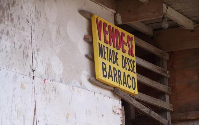 Barraca a la venta en la favela Rio das Pedras en 2007 (Foto por Rafael Soares Gonçalves)