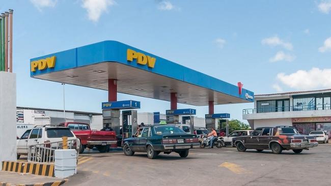 A gas station of PDV (subsidiary of Petroleos de Venezuela), in Margarita Island, Nueva Esparta State, Venezuela. (Wilfredor)