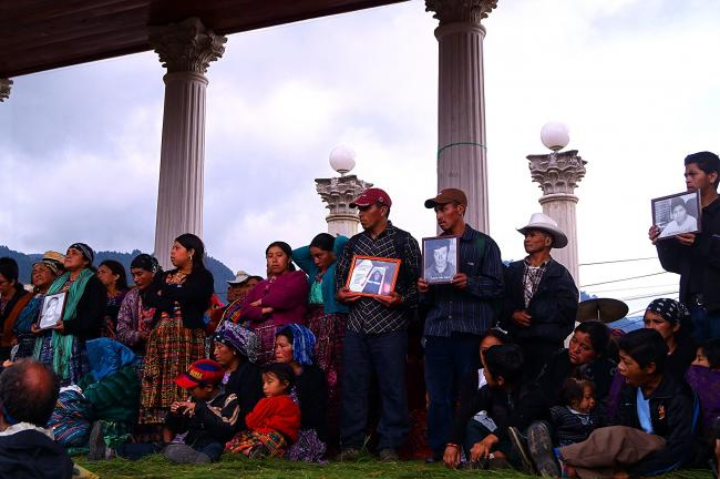 People gather for the first anniversary of the 2012 Totonicapán Massacre of Indigenous protestors by the military and police. (Mariana Toscana, Alba Sud Fotografia, Flickr).