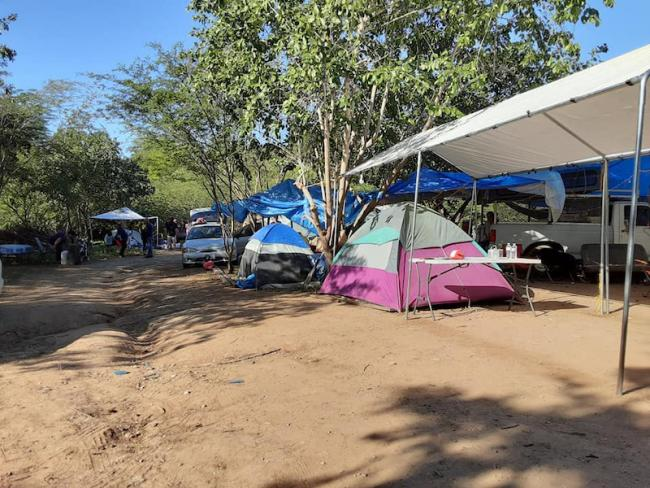 Community members in Arenas rely on tents as housing after the earthquake in January 2020. (LUIS OMAR GARCÍA MERCADO)
