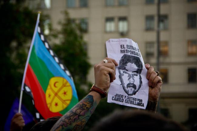 """Se levanta una imagen de Camilo Catrillanca con las palabras """"El estado es responsable"""