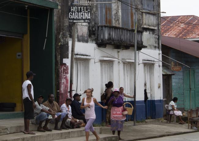 A street scene in Livingston, Guatemala (Scherly Virgill Artiaga)