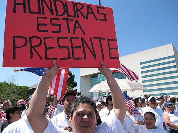 A protest in Honduras in 2006. (flickr/ Claudia A. De La Garza)