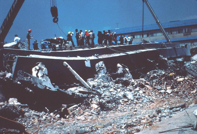 The collapsed Juárez General Hospital in the wake of Mexico City's Sept. 19, 1985 earthquake (Wikimedia Commons)