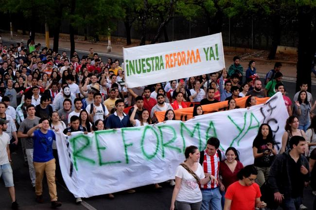 A student march in Asunción on September 20, 2016, drew thousands of students and supporters to the streets. Photo: La Chispa