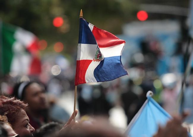 Dominican Republic flag at the Hispanic Day Parade in New York, 2007 (Photo by Paul Stein/Flickr)