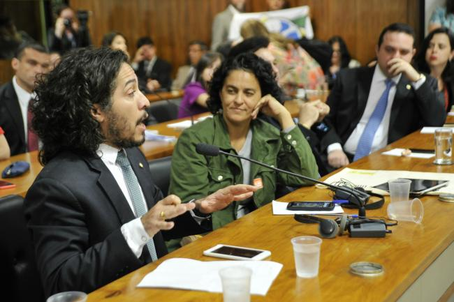 Jean Wyllys at a public hearing on reproductive rights at the Human Rights and Participatory Legislation Commission (HRC) in August 2015 (Geraldo Magela,Agência Senado, Flickr)