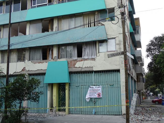 A damaged building in Mexico City in December 2017 (Adam Jones/ Flickr)