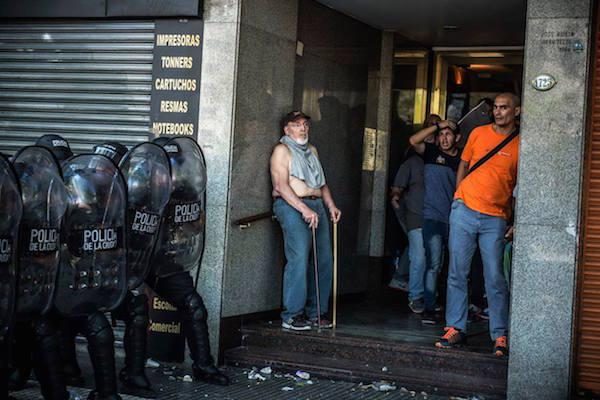 Armed police took the streets of Buenos Aires on December 18, 2017 in response to protests against recently announced pension cuts. (Photo by Enfoque Rojo)