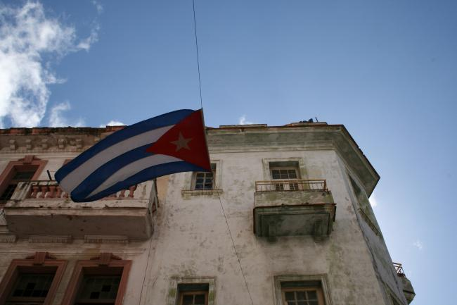 Cuban flag flying in the street. (Flickr)
