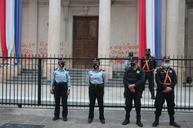 Police outside the Pantheon of Heroes after it was painted with grafitti (Photo: William Costa).