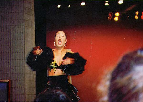 Selena performs live on the Johnny Canales Show in 1993. (flickr/hellboy_93)