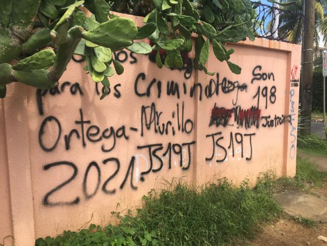Pro- and anti-government graffiti on the streets of Managua, including support for the Juventud Sandinista de 19 de Julio. (Photo by Chris Jillson)