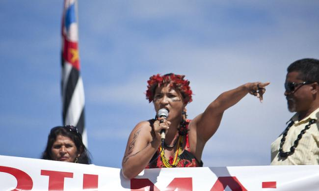 Xingu leader Sheyla Yakarepi Juruna speaks during a protest against the Belo Monte dam in Brazil in 2011. (PEDRO BIONDI/FLICKR)