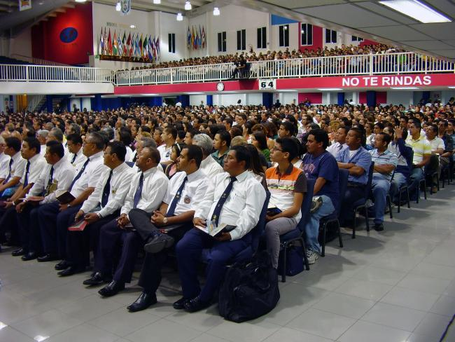 Across Latin America, membership in Protestant megachurches is growing. Here, worshippers in the Baptist Biblical Tabernacle of the Friends of Israel in El Salvador. (BBC World Service, Flickr)
