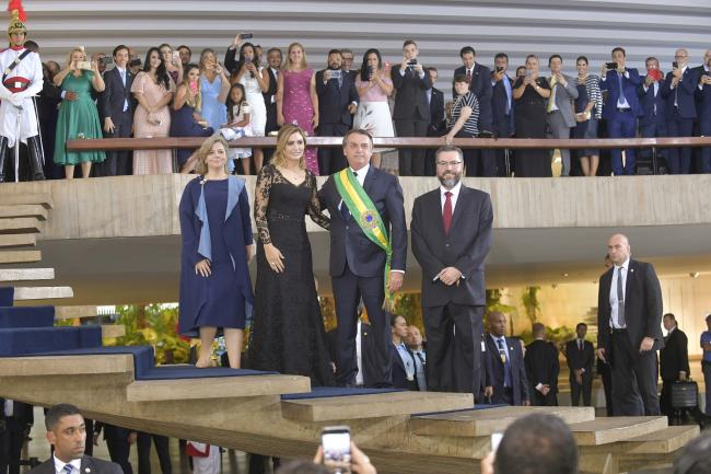 Jair Bolsonaro alongside his wife, Michelle Bolsonaro, and Foreign Minister Ernesto Araújo at a party after Bolsonaro's inauguration as president on Jan. 1, 2019 (Marcos Brandão/Senado Federal)