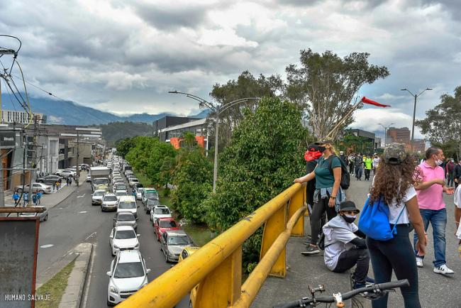 A line of traffic held up by peaceful demonstrations in Medellín against Colombia's tax reform, April 28, 2021. (Humano Salvaje / Flickr / CC BY-SA 2.0)