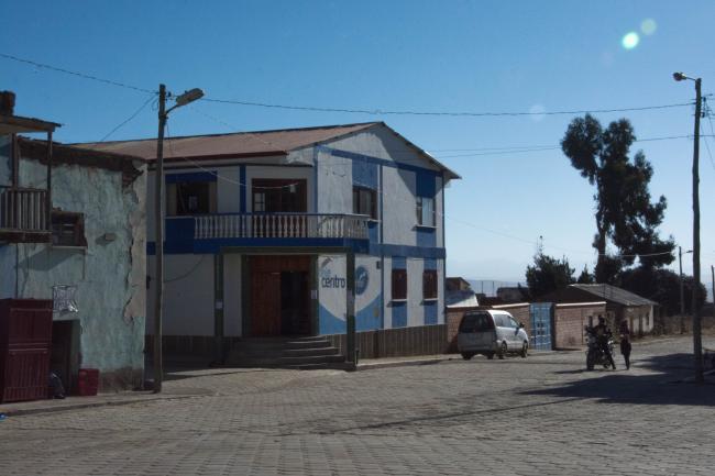 El ayuntamiento de Collana, en la plaza principal del pueblo. (Foto por Irene Escudero).