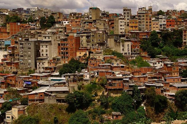 Catia, un barrio de clase trabajadora en el oeste de Caracas (Ranchos de Catia / Flickr).