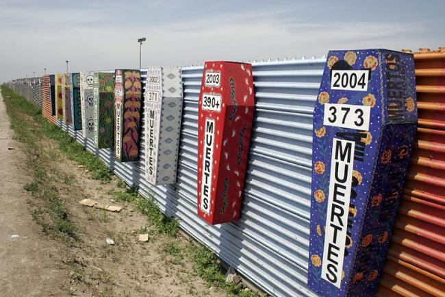 Memorial coffins on the US-Mexico barrier for those killed crossing the border fence in Tijuana, México (Tomas Castelazo/ Wikimedia Commons)