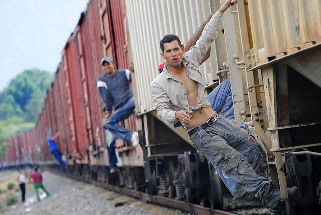 Central American migrants cross through Mexico on their journey to the United States. (flickr / Jonatan Rosas)