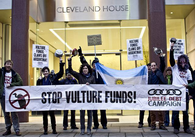 Protesters demonstrating against NML Capital in February 2013 (James Robertson /Jubilee Debt Campaign)