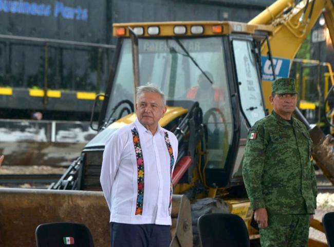 El presidente Andrés Manuel López Obrador cortando la cinta durante la inauguración del Tren Maya en junio de 2020 (Foto: Presidencia, Gobierno de México)