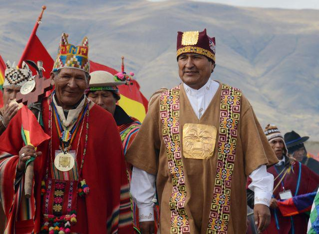 Evo Morales pre-inaugural ceremony at Tiwanaku (La Razón).