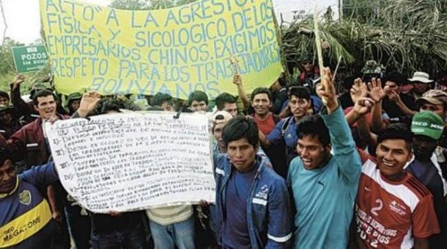 Bolivian workers protest at Sinohydro construction project. (Photo reprinted with permission from Página Siete)