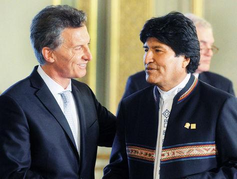 Bolivian president Evo Morales meets with Argentine president Mauricio Macri (La Razón)