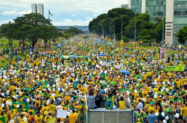 A protest in Brasilia in 2016 (Agencia Brasil/ Wikimedia Commons)