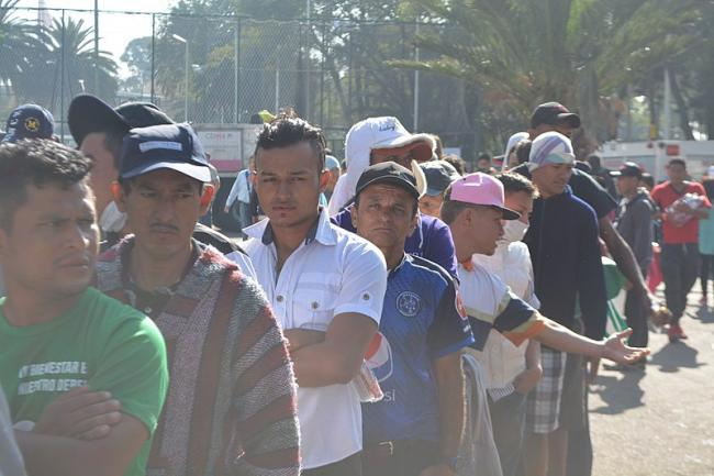 Line of migrants from Honduras, El Salvador and Guatemala waiting for breakfast in Mexico City in early November 2018 (Wikimedia Commons/ProtoplasmaKid).