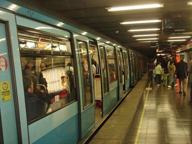Pedro de Valdivia station, Metro de Santiago, Chile (Foto por Mario Roberto Durán Ortiz/Wikimedia)