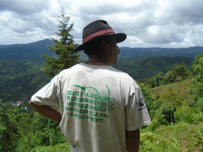 Un granjero Xinxa de San Carlos Alzatate, Guatemala (Foto por Nick Copeland)