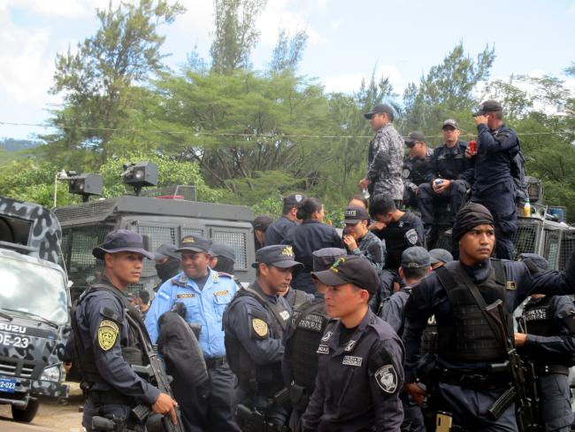 Rank and file members across various police branches and units gathered in Tegucigalpa during their work stoppage. (Photo by Sandra Cuffe).