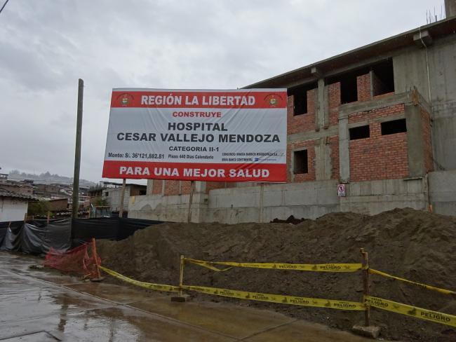 Barrick Gold, la compañía de oro más grande del mundo, está financiando en parte este hospital en Santiago de Chuco, La Libertad, la capital provincial más cercana a la mina Lagunas Norte (foto por Michael Wilson Becerril).