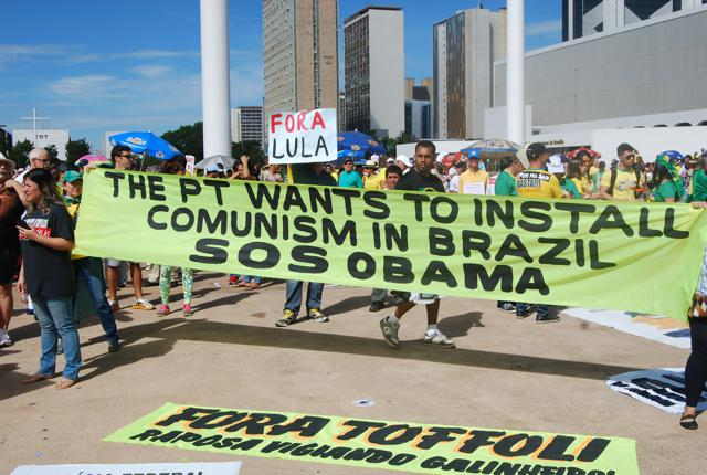 Anti-government protesters in Brasília on Sunday (Bryan Pitts)