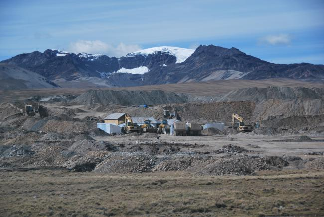 An informal mine, with Ananea glacier in the background. (Heather Williams)