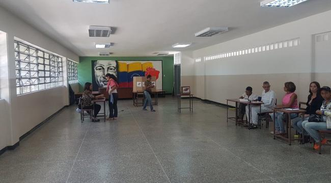 There were no lines to be found at the voting precinct in the working class Caracas neighborhood 23 de Enero on election day. (Patricia Laya/twitter)