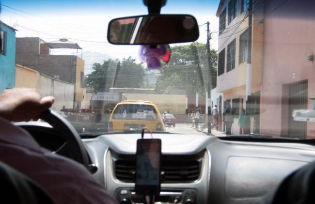 Un conductor de Uber en Lima, Peru (Photo by Kuruman / Flickr)