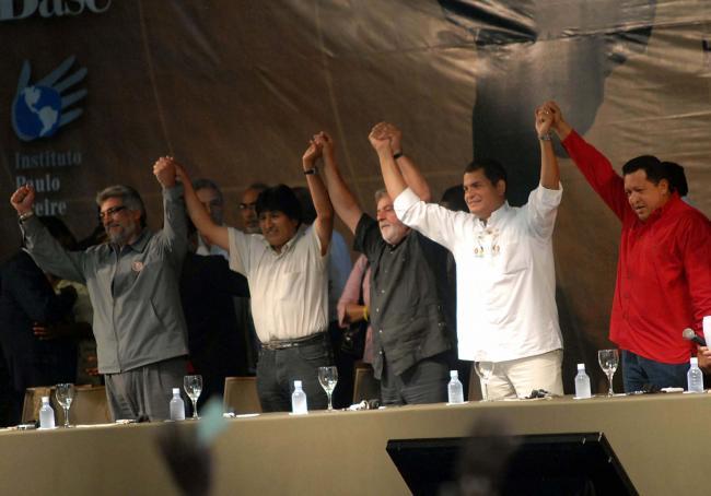 Presidents Fernando Lugo (Paraguay), Evo Morales (Bolivia), Luiz Inácio Lula da Silva (Brazil), Rafael Correa (Ecuador), and Hugo Chavez (Venezuela) participate in the 2008 World Social Forum. (Photo by Fabio Rodrigues Pozzebom/ABr / Creative Commons)