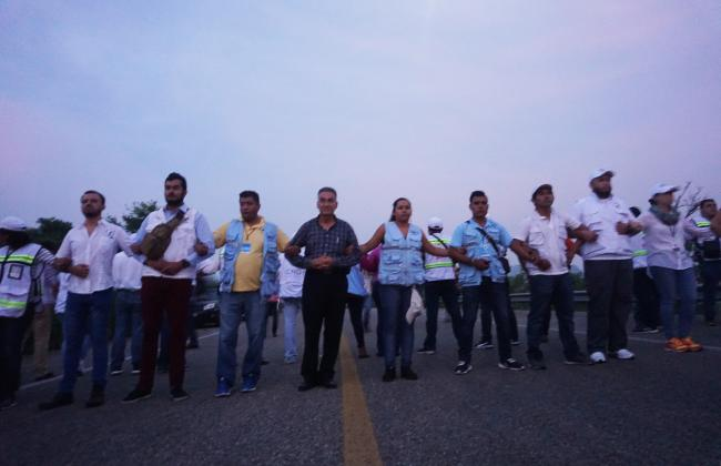 The line of human rights defenders who put their bodies between the police and the caravan as the migrants attempted to enter Oaxaca from Chiapas. (Photo by Amelia Frank-Vitale)